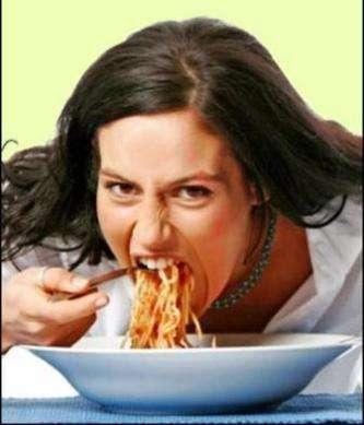 Hızlı ve sıcak yemek yeme mide kanseri riskini arttırıyor